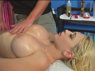 Sexy blonde babe bounces say no to trimmed pussy in excess of a indestructible Hawkshaw