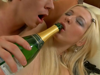 Blonde babe gets pussy licked increased off out of one's mind exasperation fucked off out of one's mind a immutable load of shit